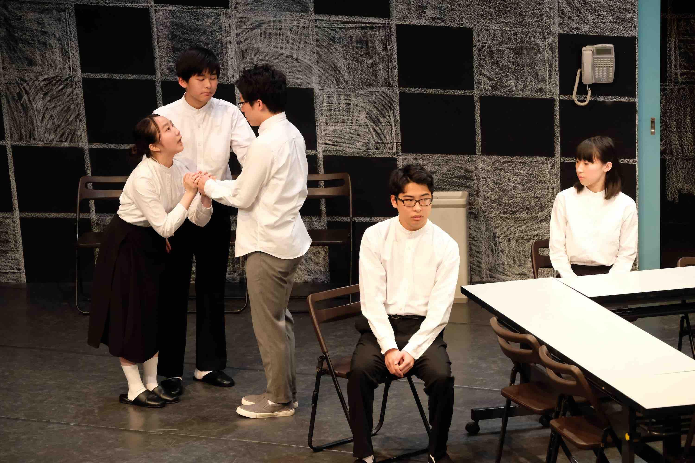 戯曲『親の顔が見たい』作者・畑澤聖悟さんに聞く いじめを巡る言葉