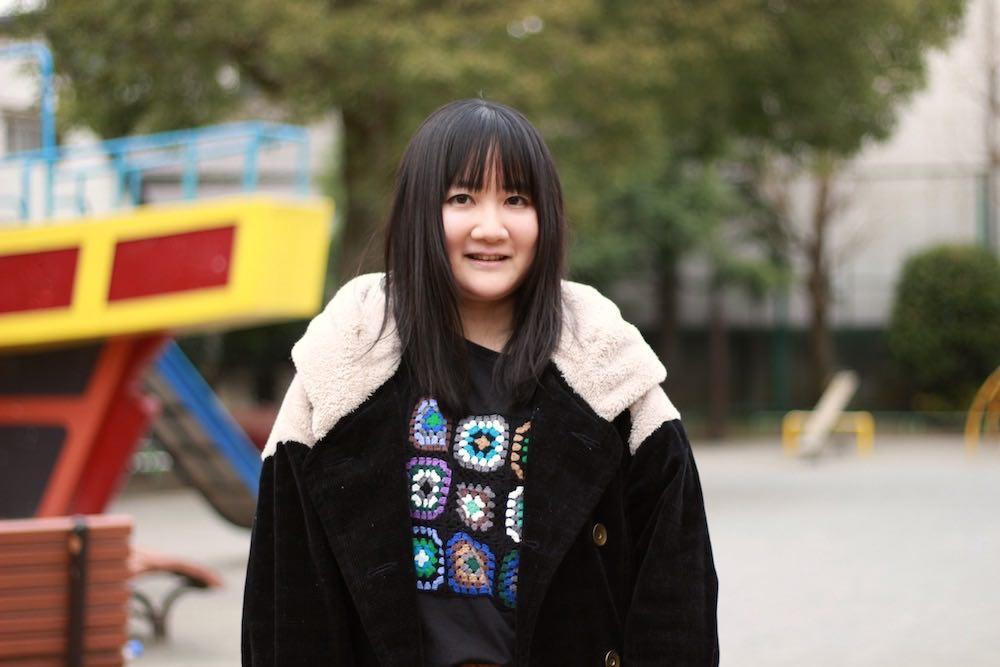 「クラスでひとりでいるのはダメだと思っていた」 コラムニスト・朝井麻由美さんが「ひとりが好き」と言えるまで